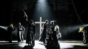"""""""Profanacja krzyża"""", seks z figurą papieża i słowa o zabójstwie Kaczyńskiego"""