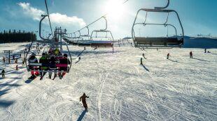 Stoki narciarskie będą otwarte. Co o wpływie pogody na transmisję SARS-CoV-2 mówią badania?
