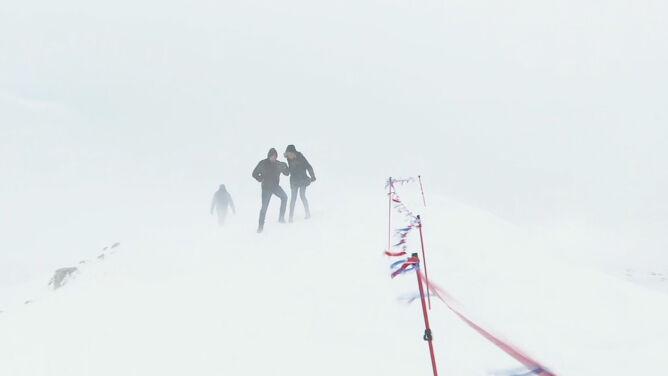 Warunki w górach niebezpieczne. <br />I zaspy śniegu, i śliskie kamienie